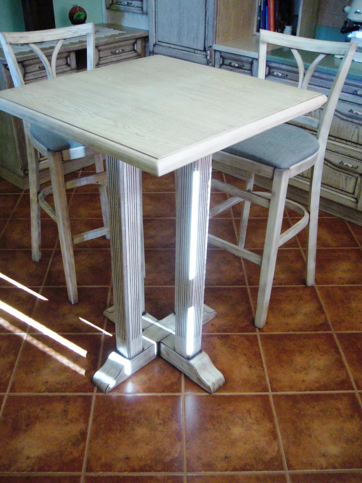 Vintage - patinovany stolik