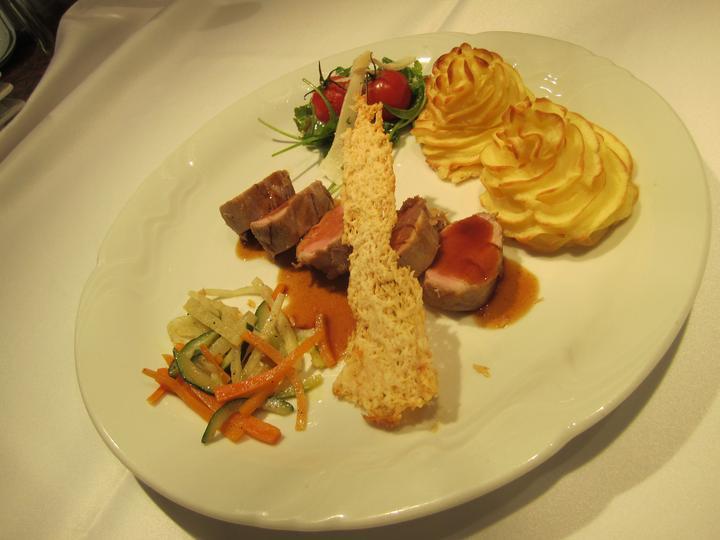 damhotel - Bravčová Panenka s zemiakovými pusinkami, julien zeleninka, parmezánový chips