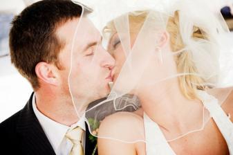 DČ - Druhé manželské políbení