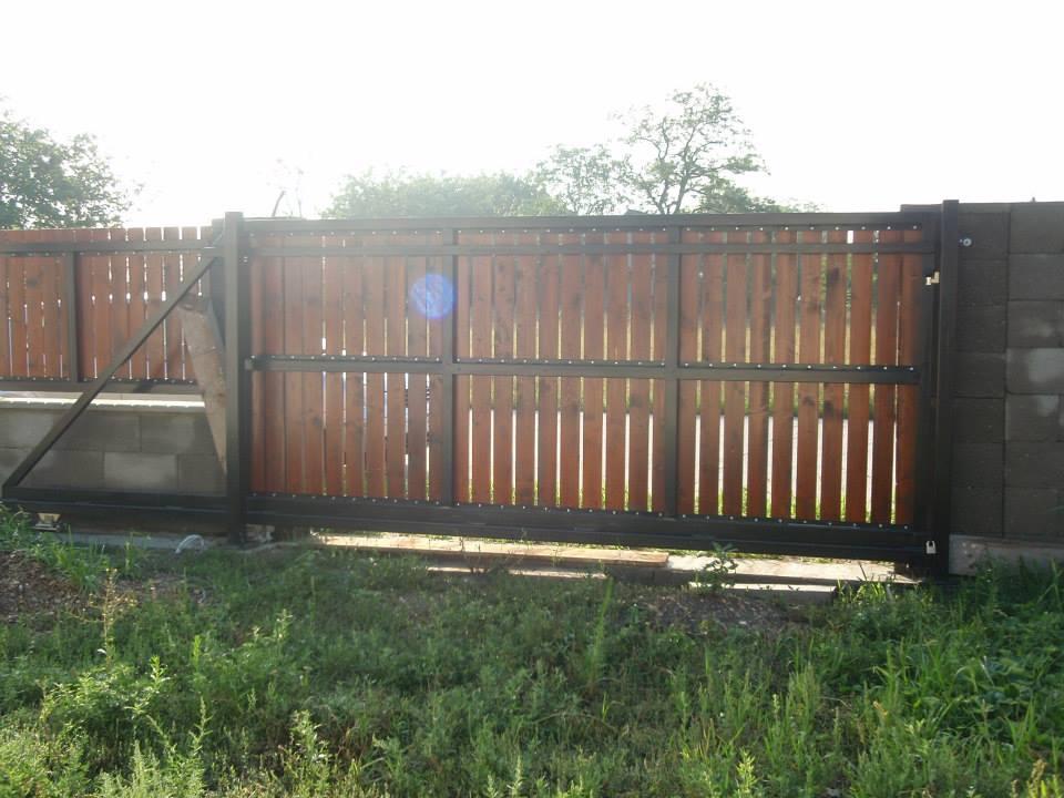 Moje vyrobky brany / voliera/ kvetinac  atd. - Samonostna brana + vypln,drevene dosky hrubky 2mm odtien TEEK.