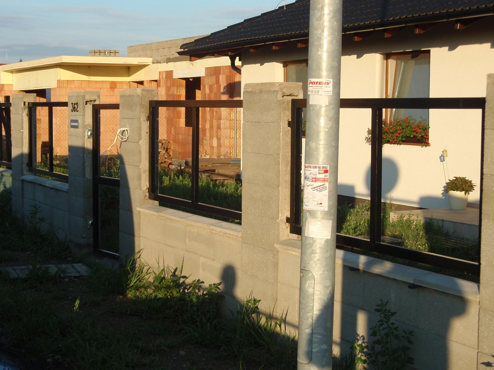 Moje vyrobky brany / voliera/ kvetinac  atd. - Samonostna brana vyska 1,8m + plotove vyplne
