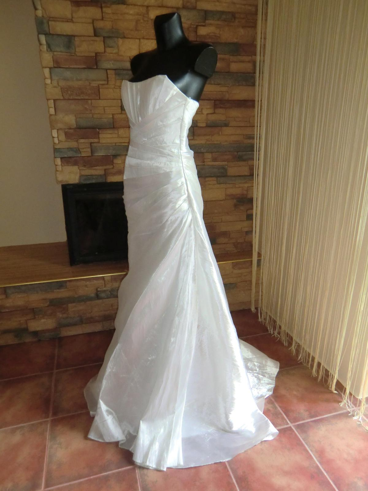 svatební šaty - Obrázek č. 2