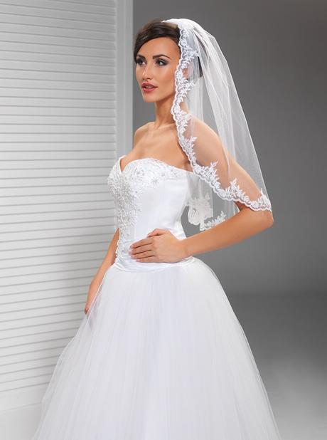 krajkový svatební závoj - Obrázek č. 1