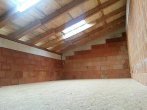 podkrovní místnost, nakonec tedy část pokoje dcerky