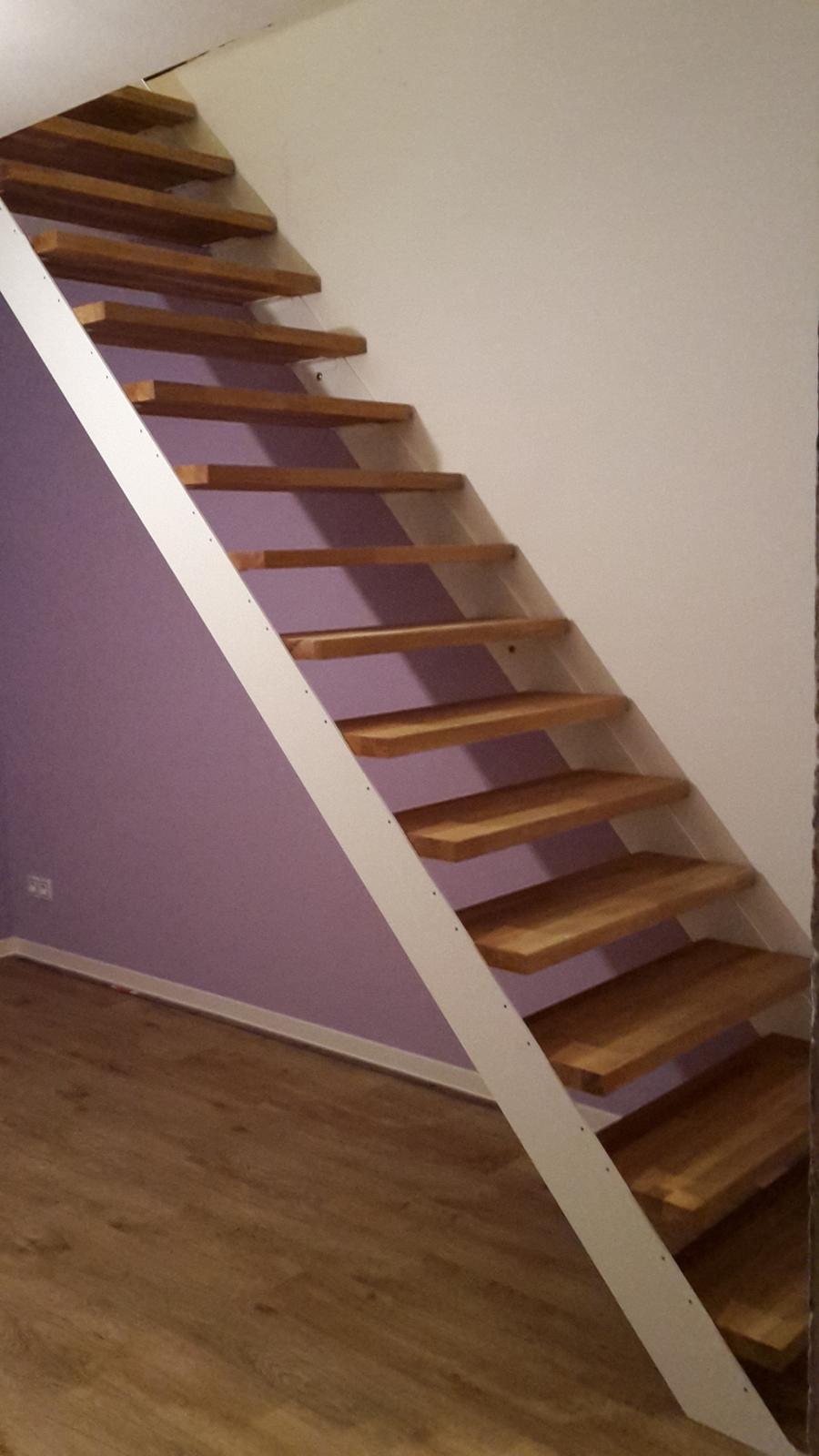Domeček - březen  - schodiště smontováno, ale asi budeme předělávat, je hodně příkré...
