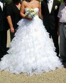 svatební šaty s volánky, 44