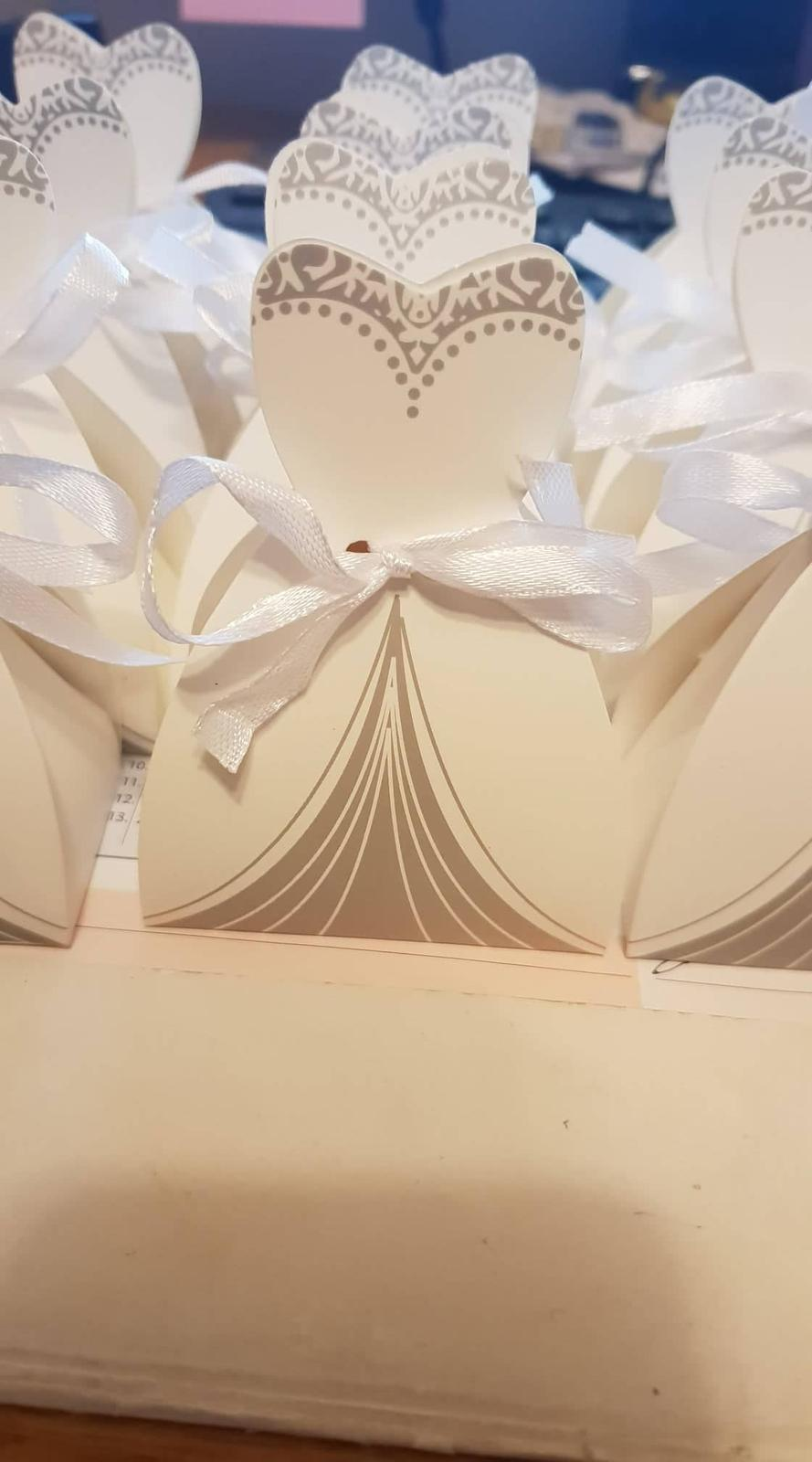 Krabičky v tvare šiat a obleku - Obrázok č. 1