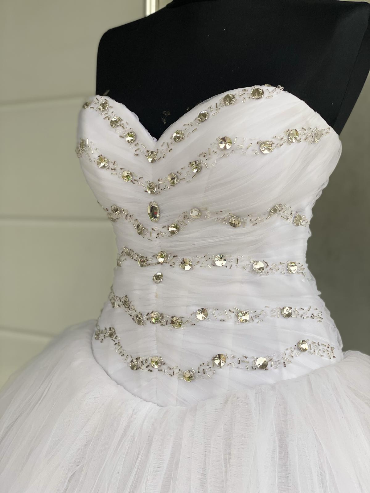 svatební šaty barva bíla - Obrázek č. 1