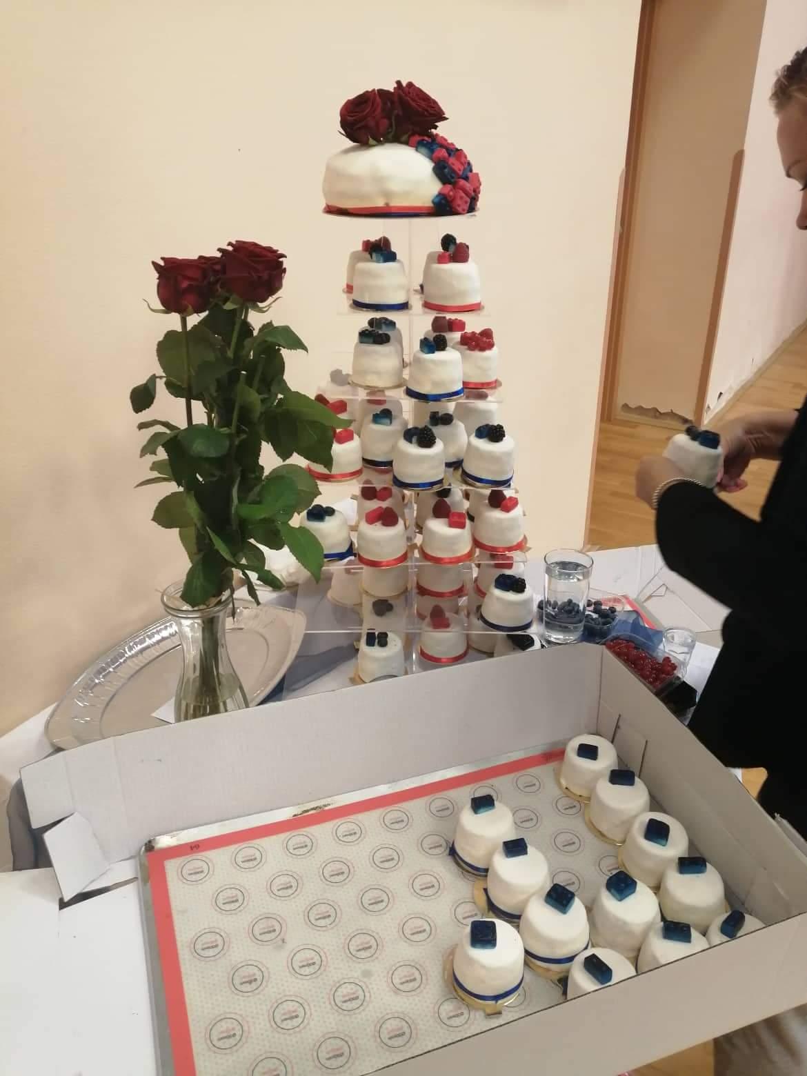 7mi patrovy stojan na dort - Obrázek č. 2