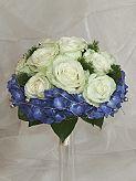Svatbu chceme do modré barvičky, takže i kytka musí mít některé květy modré:)