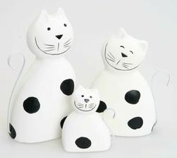 Kočičí trio do zádveří na parapet :)