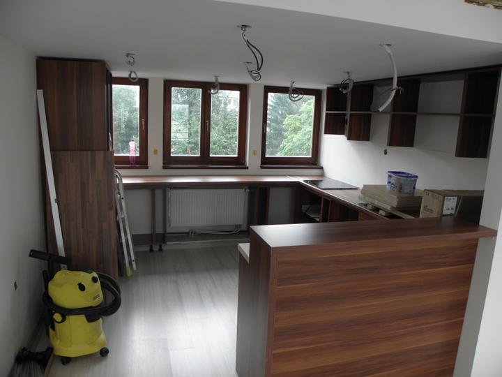 Kompletná rekonštrukcia nášho bytu - a začína sa montovať kuchyňa...