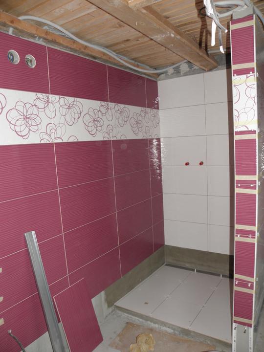 Kompletná rekonštrukcia nášho bytu - kúpeľňa ... trochu zkreslené farby obkladu, v skutočnosti véééľmi zaujímavá farba...