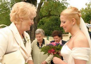 nevěsta s mamčou