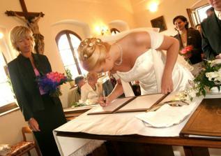 ... a ještě podpis nevěsty