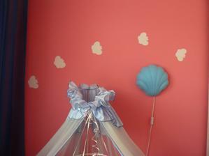 v izbe malej som nafarbila motýlikov a kvetinky...
