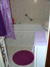 zatiaľ stará kúpelňa /po bývalom majiteľovi/  trošku dotvorená doplnkami, niekedy na budúci rok sa pustíme do jej rekonštrukcie