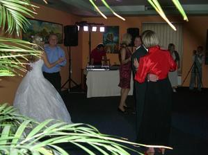 ..tanec s rodiči..