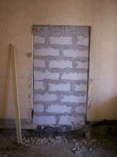 Zamurované dvere do detskej izby od kuchyne