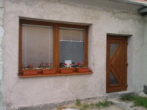 a dvere, ktoré sa dajú zamknúť, nielen plachtu a žalúdočné vredy, keď sa v noci na dvore niečo pohlo..