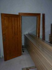 Podlaha - čakateľka a naše nové dvere do špajze