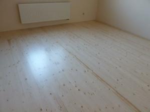 Konečne máme nalakovanú podlahu