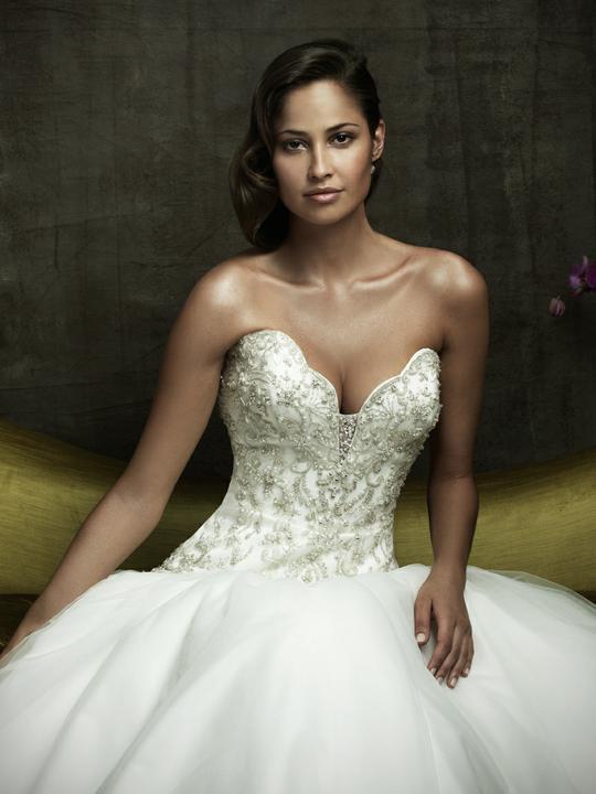 COLLECTION 2012  - salón GLAMOUR! :) - ALLURE BRIDALS model Sally