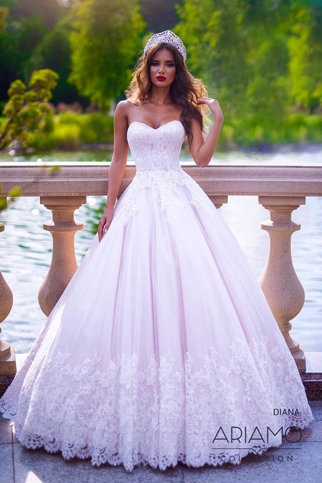 Svadobný salón GLAMOUR OF ANGELS - DIANA model pre pravé princezné. Nájdete v našich salónoch v KE aj v BA v pudrovej ruzovej a Ivory farbe. :)