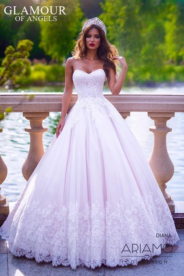 Naše kolekcie 2017 Košice & Bratislava - Diana od ARIAMO model pre pravé princezné. Nájdete v našich salónoch v KE aj v BA v pudrovej ruzovej a Ivory farbe. :)