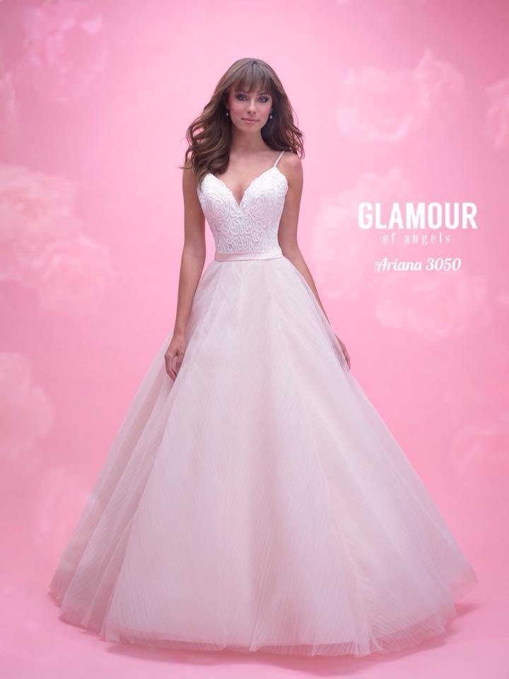 Svadobný salón GLAMOUR OF ANGELS - Arianna - nežný a romatický model stvorený pre všetky víly..dostupne v Baby Pink (na foto) ale aj v Ivory.
