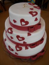 Svadobná torta, len bude iná farba (nebude, ale vybrali sme si štvorcovú s kvietkami)