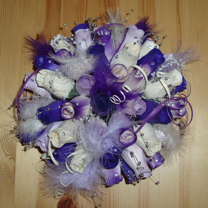 ... už sa to blíži ... 2.júl 2011 :-)))) - nasa kraaaasna dekoracia na stoly (drevene ruze) - po svadbe na predaj (13 ks)