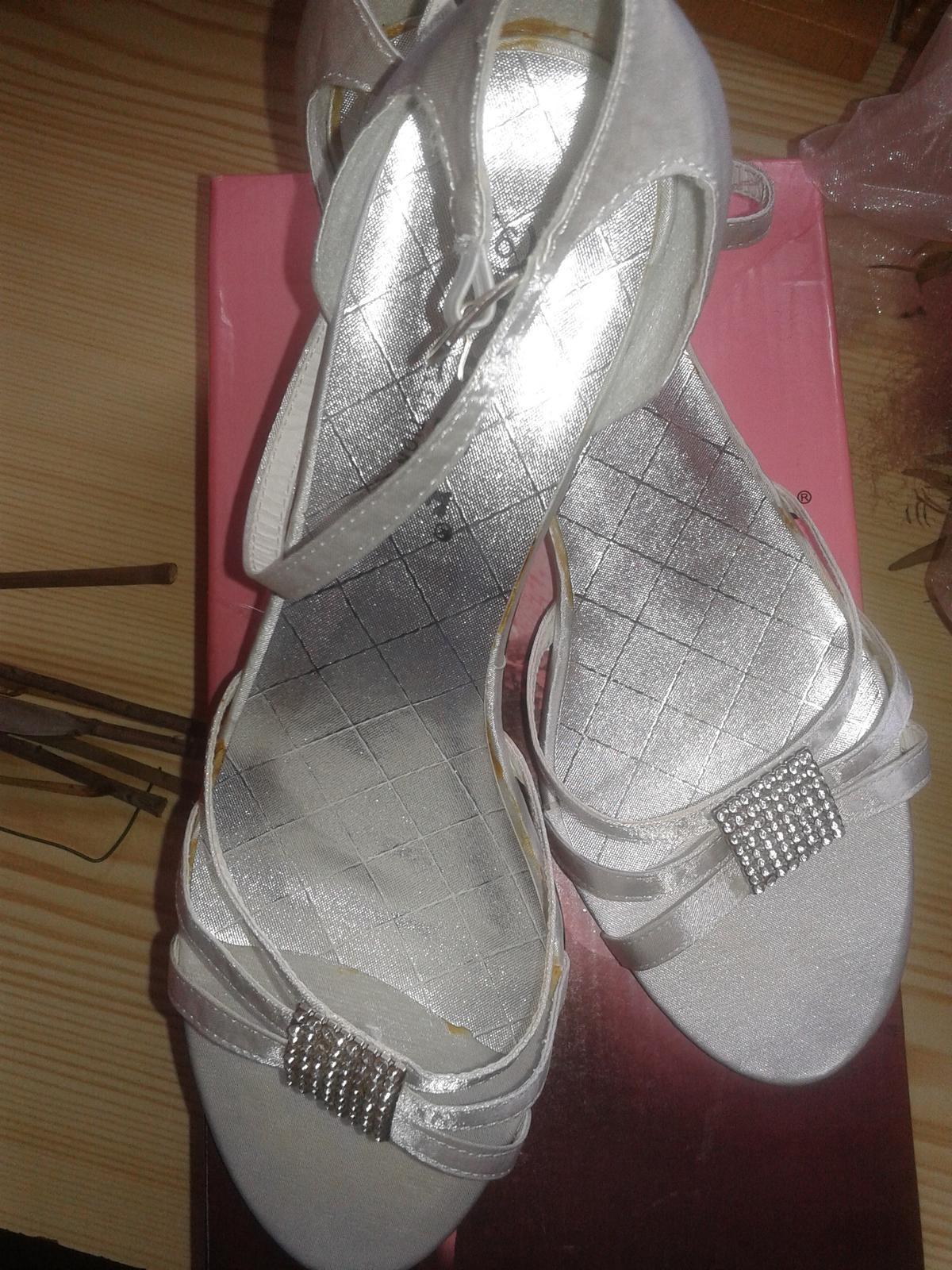 biele nizke sandalky 4.5 cm opatok, velkost 6 - Obrázok č. 1