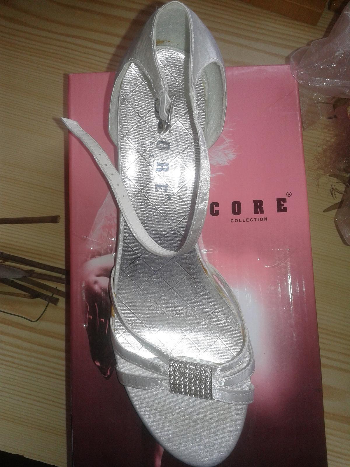 biele nizke sandalky 4.5 cm opatok, velkost 6 - Obrázok č. 2