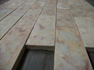 dlažba s reliefem dřeva