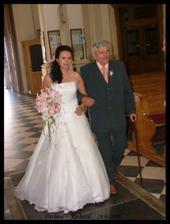 Tatínek mě vede vstříc manželství :o)