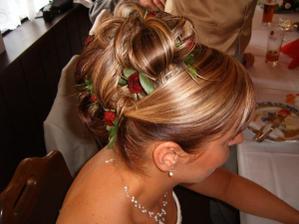 Určitě živé květiny do vlasů
