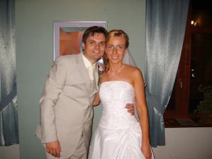 Šťastní mladomanželia
