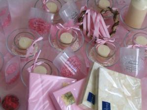 Tak už skoro kompletní .. růžová organza a vanilková stuha....