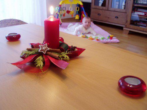 Nase hnizdecko lasky:)))) - S nasim slunickem v pozadi:)