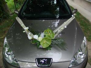 Zdobenie svadobného auta...