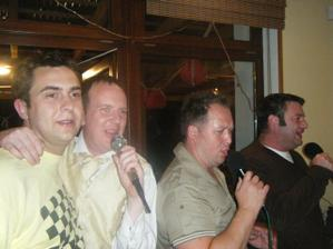 Karaoke bylo proste super, vsichni to kriceni prezili a neohluchli :D