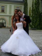 Novomanželé se svědkyní