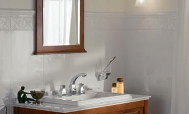 Pekná je aj biela a drevo, respektíve laminát s dizajnom dreva