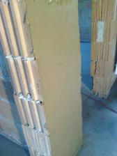pokusná stena ---hlinená omietka, zatial sa s nou pracuje veeelmi dobre a aj farba je pekná :)