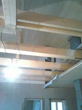 strop konečne obložený...keby len bolo toho času viac :(