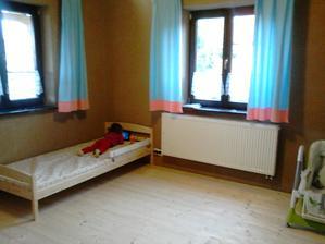 deti sú na prvom mieste...takze prvá takmer hotová izba :-)