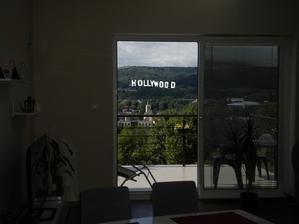 niekto tu spomínal, že už len nápis hollywood a.....