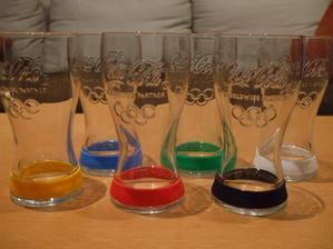 moja prvá a asi aj posledná ukončená zbierka... veelmi praktické toto - keď ku nám príde vela hostí naraz, každý si vždy spozná svoju farbu a ja nemusím priebežne umývať poháre... :D
