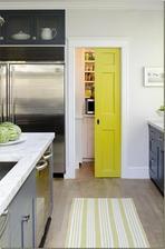 dvere do špajzky - presne takéto chcem... ešte aj farba je zaujímavá...